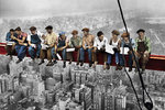 New York - Construction Workers Lunchtime atop a Skyscraper - Colour - Maxi Paper Poster