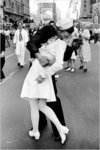 Kissing on VJ Day - Maxi Paper Poster